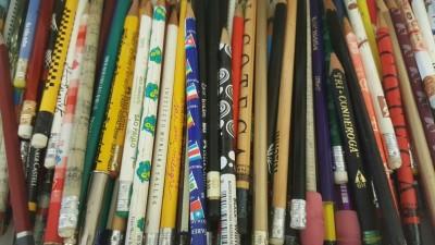 mais de 50 lápis