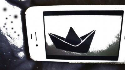 barquinho de papel no celular